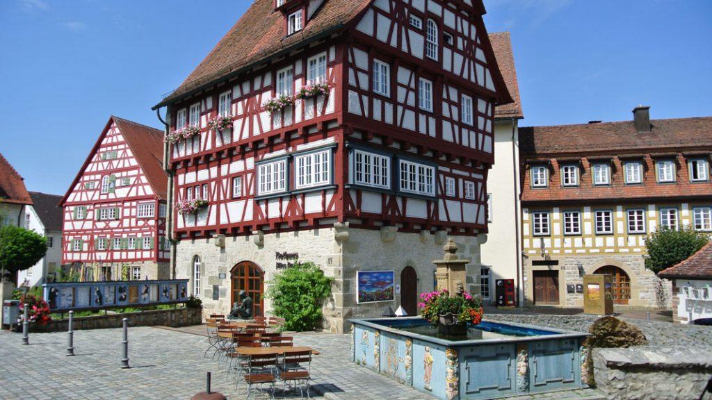 Vellberg bei Schwäbisch Hall - Altes Amtshaus - Marktbrunnen - goodstuff AlpeAdria