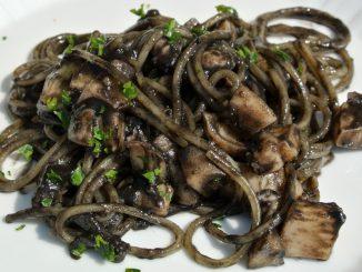 Spaghetti con Seppie al Nero - goodstuff AlpeAdria