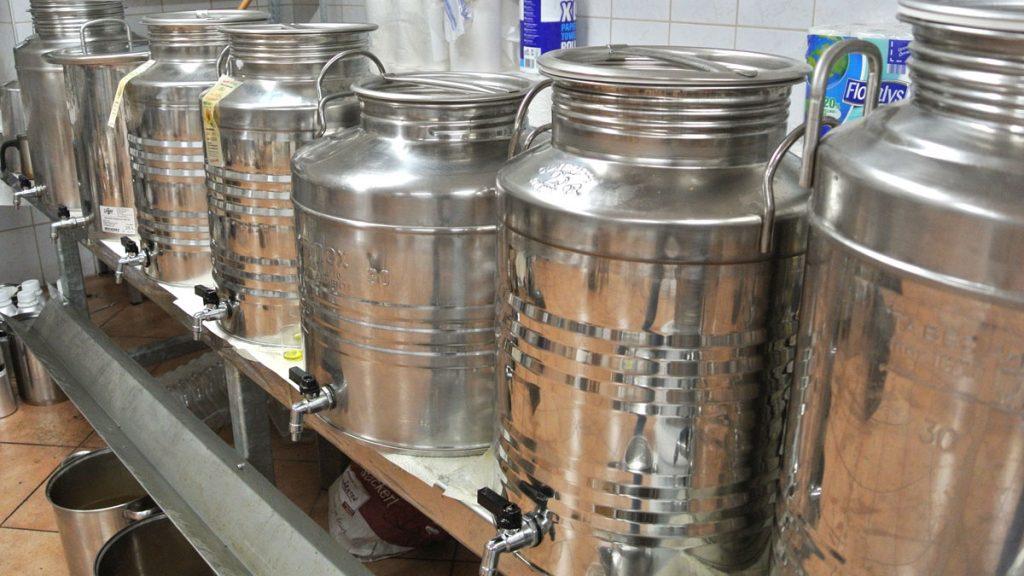 Bio-Öle von Hudl zur Abfüllung bereit - goodstuff AlpeAdria
