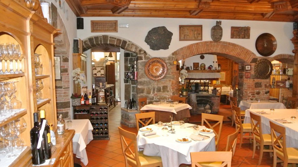 Al Monastero - Speisesaal mit Fogolar - goodstuff AlpeAdria