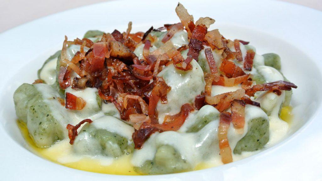 Gnocchi all'Ortica con Crema al Montasio e Pancetta croccante - goodstuff AlpeAdria